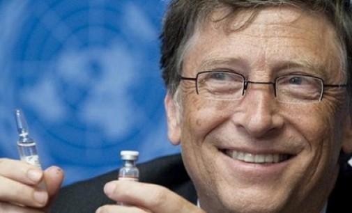Il presidente russo Vladimir Putin dice che i governi occidentali stanno schiavizzando l'umanità attraverso i vaccini